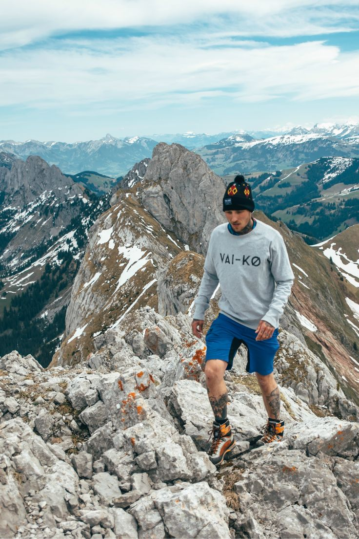Best 25 Mountain Hiking Outfit Ideas On Pinterest