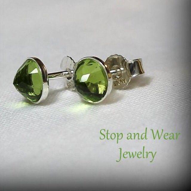 Gorgeous silver ear studs with olive green Peridot ☘ www.stopandwearjewelry.com