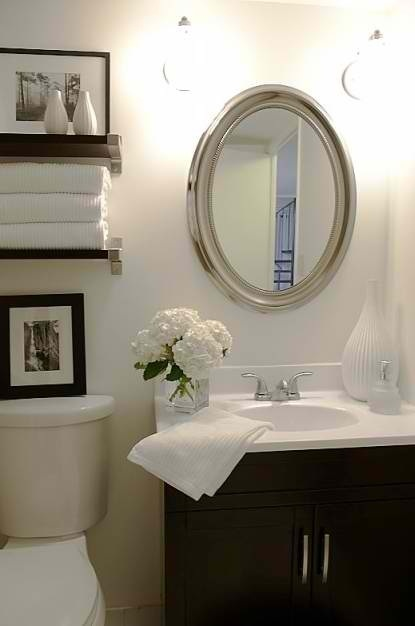 Contrasting neutrals in small bathroom ♥