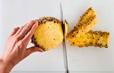 Como descascar abacaxi do jeito mais fácil, passo 2