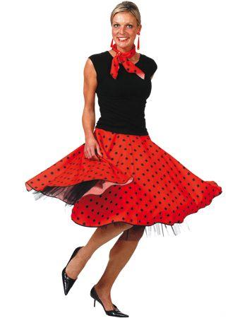 Rock en roll rok rood. Deze rock en roll rok is in de kleur rood met zwarte stippen. Deze rode rock en roll rok wordt inclusief bijpassend rood sjaaltje geleverd en zonder petticoat. De rok kan in 3 maten worden gesteld door middel van 3 knoopjes. De verstelbare maten zijn S, M en L. Voor bijpassende rock en roll artikelen kunt u ook terecht in deze shop.