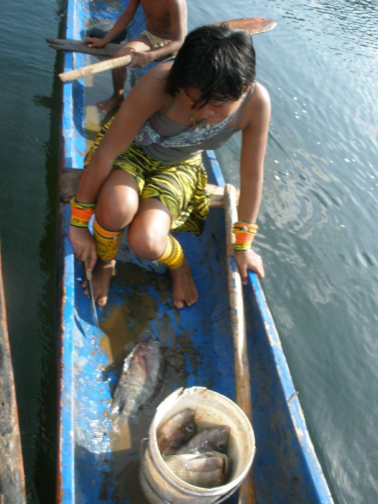 Fishing girl from Pintupo, Bayano Lake, Panama... More info at: https://www.google.com/search?q=Pintupo+Community&oq=Pintupo+Community&aqs=chrome..69i57.9430j0j4&sourceid=chrome&espv=210&es_sm=93&ie=UTF-8#q=Pintupo+Kuna+Yala+Community+Bayano+Lake&spell=1