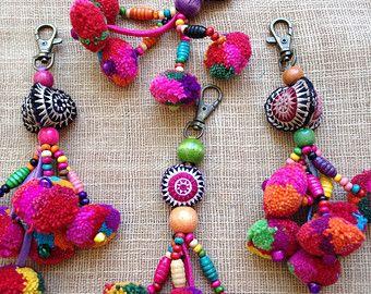Hmong a mano encanto pom pom madera perlas llavero x 3 venta por mayor