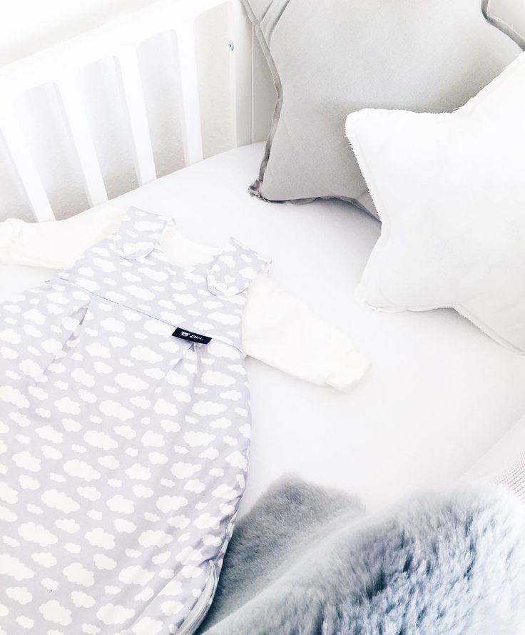 Baby Haul Ein Kinderwagenfell weil man nie weiß wie kühl es im Frühling noch sein kann und ein Alvi Schlafsack weil Alvi super ist und Schlafsäcke unumgänglich sind Die Ausbeute des letzten Ausfluges in den Babymark. #babyboy #itsaboy #babyhaul #haul #alvi #nursery