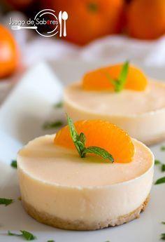 En el blog Juegos de Sabores hemos encontrado estos originales y apetecibles pastelillos de mandarina, una saludable receta a base de fruta fresca, crema de yogur y base de galleta. Sanos, ligeros y deliciosos. Ingredientes: 3 yogures griegos azucarados. 4 hojas de gelatina. 1 manzana golden. 4 m