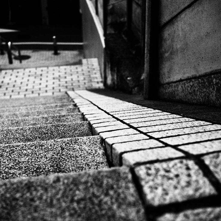 https://flic.kr/p/SbTvz2 | Voigtländer Superb (1933),  Skopar 75mm F/3.5 with Y filter,  Kodak TRI-X 400, Location: Yotsuya, Tokyo, Japan, March 24, 2017 | Back street
