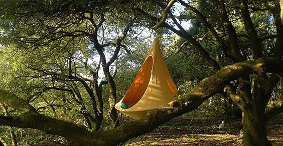 Cacoon: la tenda-amaca che si appende sull' albero o in sal8 http://www.greenme.it/vivere/sport-e-tempo-libero/10526-cacoon-tenda-amaca