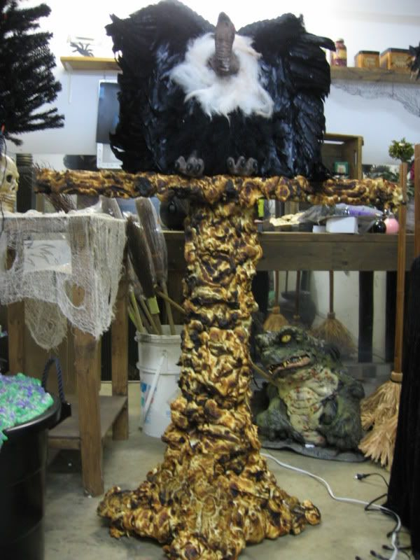 witch props and ideas vulture stand page 9 by halloween forum member a witch from canada