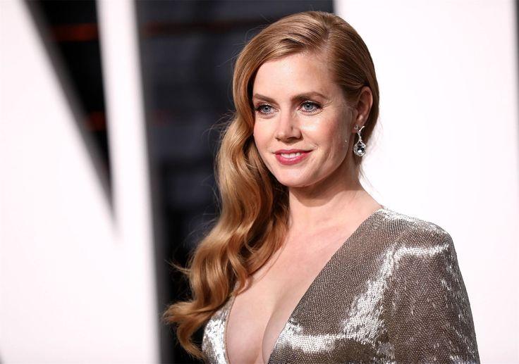 42-летняя Эми Адамс ждет второго ребенка (фото) Звезда фильма«Прибытие» уже не может скрыть округлившийся живот. И не очень-то старается.