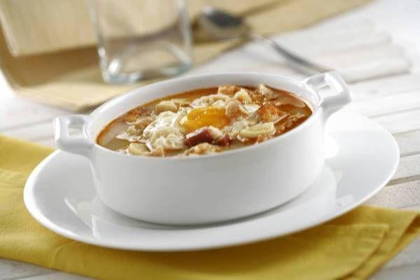Sopa Burgalesa, ideal para días de frío y para recuperar la energía perdida. Descúbrela en http://www.gallinablanca.es/receta/sopa-burgalesa/