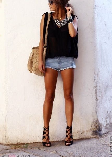 Pretty Casual: Black outfit with tan fringe bag