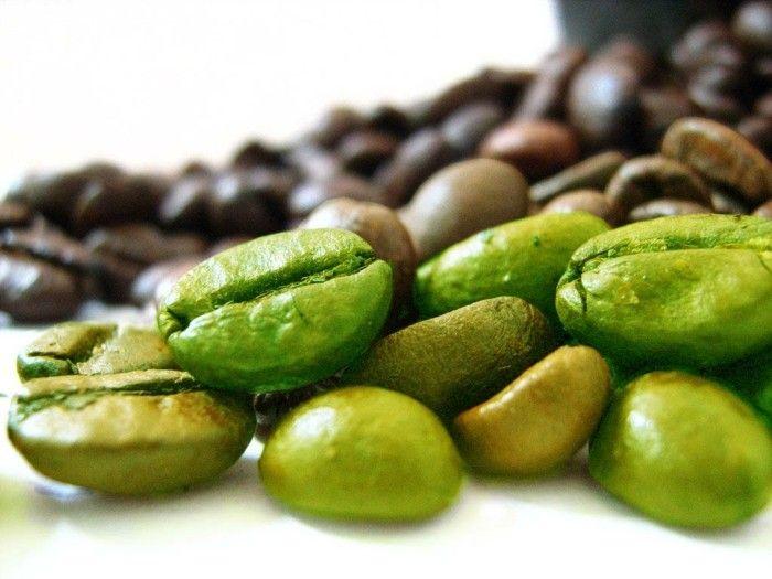 gruener kaffee erfahrungen mit kaffee noch nicht reif gruene und braune kaffeebohnen bild foto