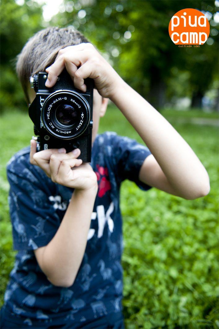 TABARA DE FOTOGRAFIE:   Conceptul taberei are la baza diversitatea si capacitatea fiecaruia dintre participanti de a da o nota personala bucatilor de realitate pe care le suprinde in imaginile sale.  Pe langa notiunile teoretice, activitatile vor incuraja o abordare cat mai creativa a subiectelor intalnite. Astfel, vom crea un mediu deschis si nonconformist, in care ideile noi sunt acceptate cu entuziasm, iar libera exprimare este o conditie de baza.