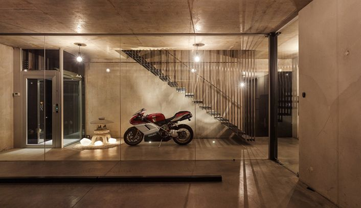 Super gaaf betonnen huis met glazen zwembad op het dak Roomed   roomed.nl