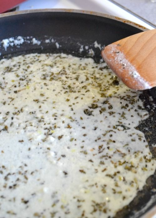 White Pizza Sauce: Garlic white pizza sauce from NellieBellie