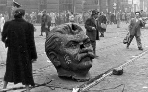 The decapitated head of the hated Joseph Stalin statue during the Hungarian Revolution of 1956 After the revolution, only the boots of the statue remained, the rest was destroyed. Its copy made of bronze can be still seen in the so called Memento Park, Budapest (where many Communist statues were put after 1990, and it's an open-air museum today).