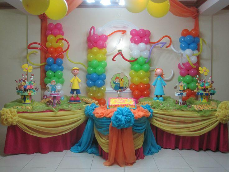Mesa de fiesta infantil fiestas centros de mesa dulces for Imagenes decoracion fiestas infantiles
