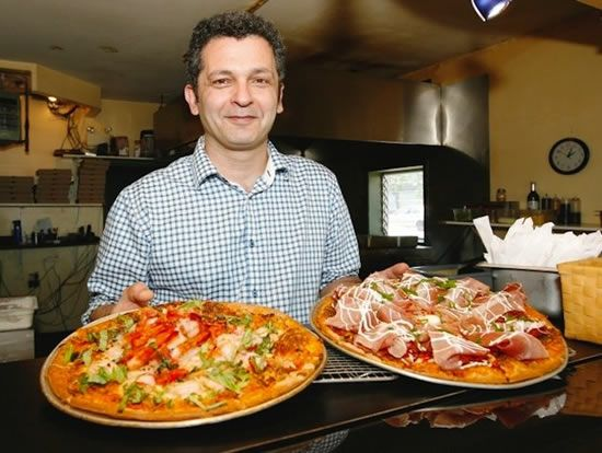 World's most expensive pizza sells for 450 $...