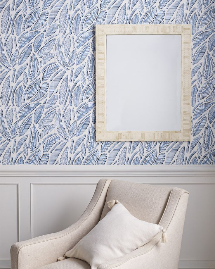 This leafy wallpaper creates a chic look while having a tropical air. Dinning Room Wallpaper, Dining Room Walls, Bathroom Wallpaper, Hallway Wallpaper, Wallpaper Ceiling, Serena And Lily Wallpaper, Coastal Wallpaper, Interior Decorating, Interior Design