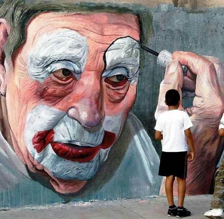 Increíble diseño en mural con técnica hiperrealista de un rostro de payaso