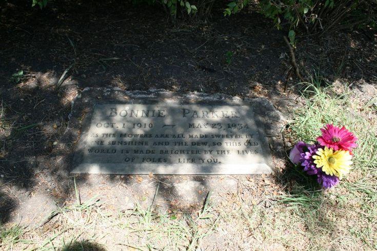 Bonnie Parker (1910 - 1934)