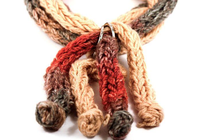 Los tejidos gruesos regresan, pero ¿los habías visto en un collar? http://latiendademaga.com/index.php/tejidos?page=shop.product_details=flypage.tpl_id=68_id=5