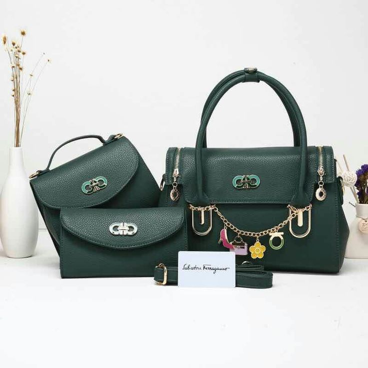 #Jj Salvadore ferragamo 6071 Set 3 in one  Harga.290rbu Bag size : 29 x 20 x 12 Clucth size : 20 x 16 x 8  Walley size : 20 x 11,5 Material kulit jeruk  Berat Real 1,1 kg Quality semipremi 1 : 1 Collour : Purple , red , blue , green , black & brown