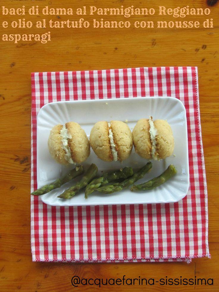 Baci di dama al Parmigiano Reggiano e olio al tartufo bianco con mousse di asparagi