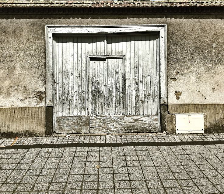 La porte dans la porte - Ambert. Photo © Copyright Yves Philippe