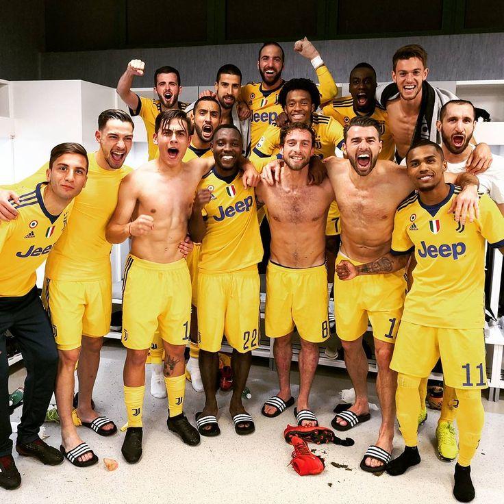 "44.6 k mentions J'aime, 586 commentaires - Claudio Marchisio (@marchisiocla8) sur Instagram: ""Supeeeeeer  #JuveNapoli #MC8 #tilltheend"""