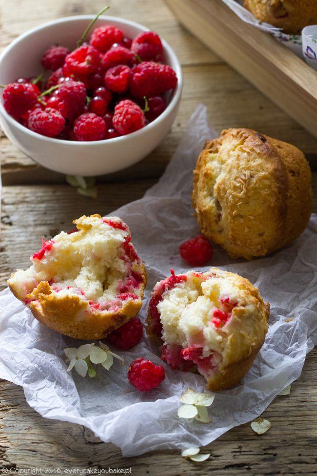 muffinki z malinami, białą czekoladą i kokosem, raspberry, white chocolate and coconut muffins #muffinki #maliny #muffins #raspberry