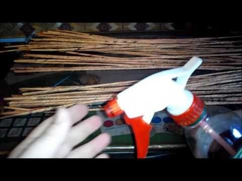 МК Как увлажнять газетные трубочки пульверизатором - YouTube