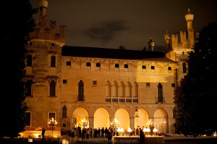 Il castello di sera atmosfera incantata