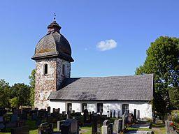 Vårdö kyrka (eller stenkapellet Sundsskären) på Vårdö på Åland är en stenkyrka från slutet av 1400-talet tillägnad aposteln Mattias.[1]  Kyrkan var ursprungingen ett kapell under Sunds kyrka. 1866 blev kyrkan moderkyrka i Vårdö församling för att sedan på 1970 åter ingå i den sammanslagna Sund-Vårdö församling