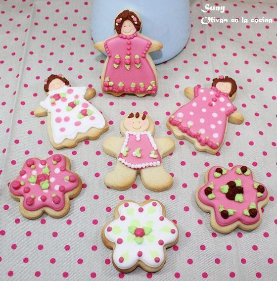 Estas galletas las hice para obsequiar a unas niñas en unas Fiestas de Moros y Cristianos.  http://rositaysunyolivasenlacocina.blogspot.com.es/2012/03/galletas-decoradas-para-los-pajes-y.html