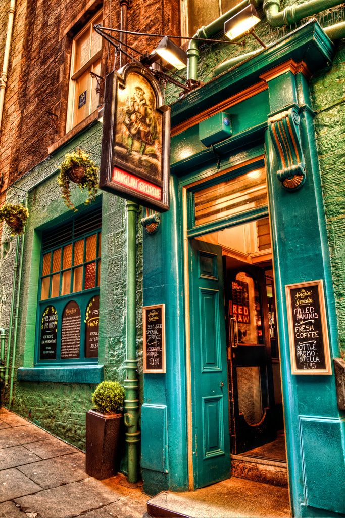 Jinglin' Geordie Pub in Edinburgh. A pub is an excellent place to foment a good revolution. Or to express it mathematically: Mead+Manly Men= 'Murica.