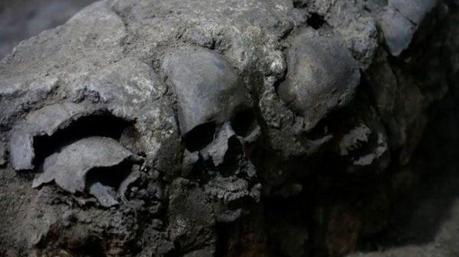In Mexico-Stad hebben archeologen een toren van meer dan 650 schedels gevonden. Hij maakte vermoedelijk deel uit van de Huey Tzompantli, een gigantische uitstalling van schedels die de Spaanse conquistadores de stuipen op het lijf joeg.