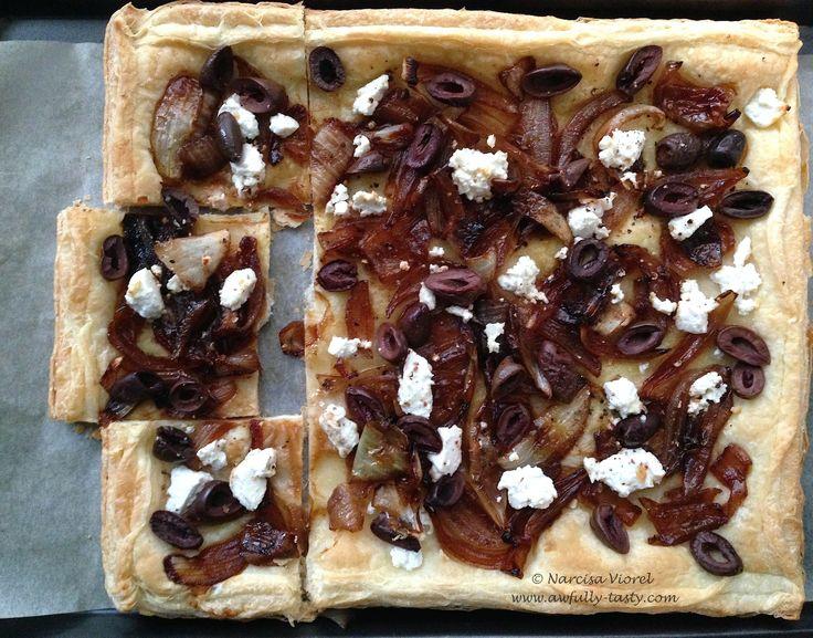 Tarta cu ceapa alba, feta si kalamata.  White onion, feta cheese and kalamata olives tart.