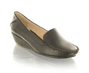 Priceless Casual Low Wedge Moccasin Shoe Black leather look moccasinWhip stitch detailChunky wedge heelHeel height 4cmFancy footwork!Product name: Ping http://www.comparestoreprices.co.uk/womens-shoes/priceless-casual-low-wedge-moccasin-shoe.asp