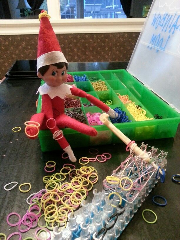 Elf On The Shelf making bracelets with rubber rings.... ♡