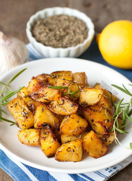 Pommes de terre rôties Style grec sont croustillants à l'extérieur et ont des…