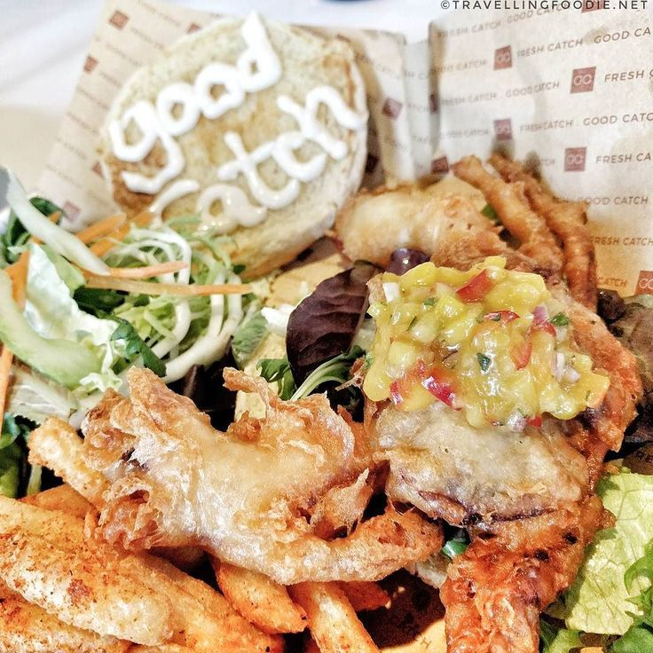 Let's play seafood catch at @GoodCatchBoil! (Slideshow) Softshell crab lobster roll good catch slaw oyster sliders lobster nachos calamari... These non-boil items are what sets them apart from your typical boil places. For boil they also have unique sauces like curry and szechuan! ___ Good Catch Boil House is a Louisiana-inspired seafood restaurant and sports bar. The menu offers a variety of traditional and new dishes ranging from gumbo and seafood boils to Cajun seafood fried rice and…