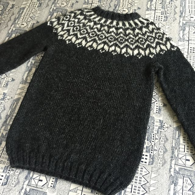 A cute little lopi-sweater for toddlers and kids. A traditional Icelandic yoke…