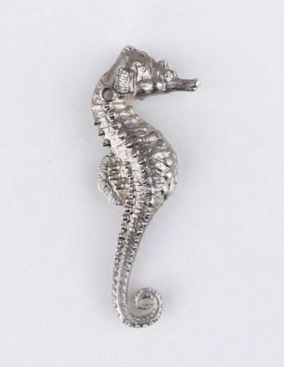 Sea horse necklace in silver