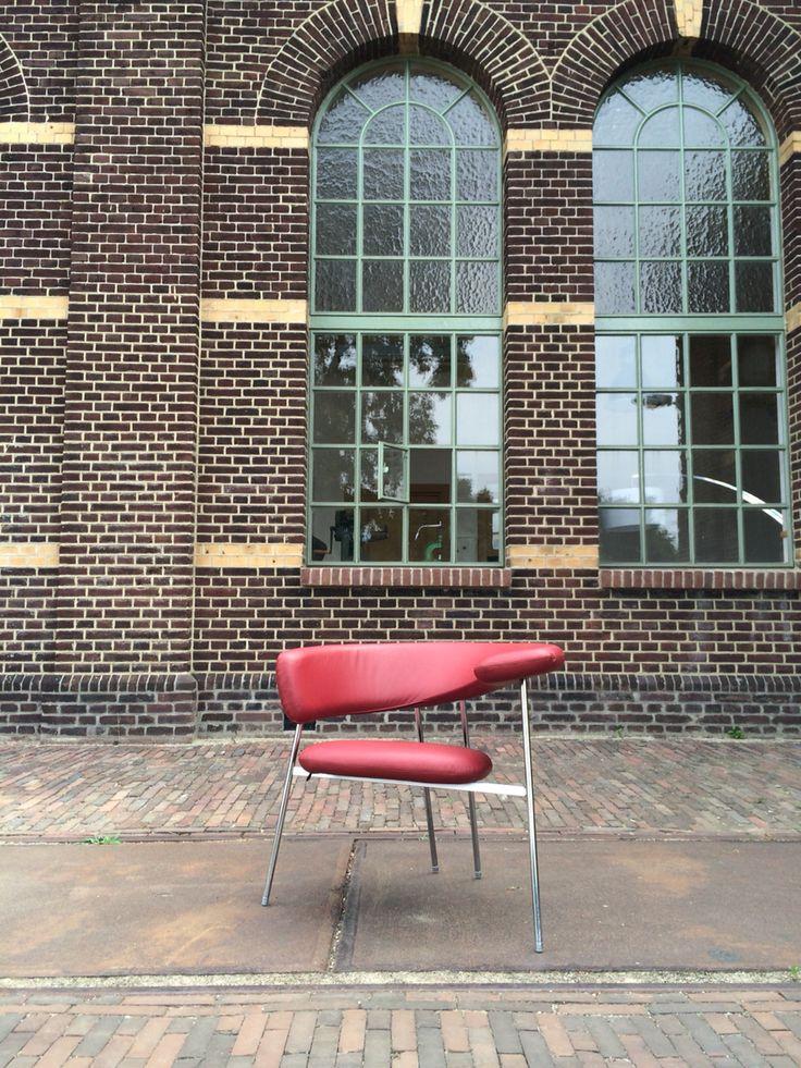 Leolux Divi Divi chair. Design: Mark van Tilburg 1988.