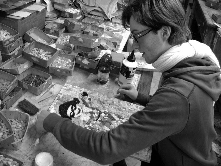 """Tirocinio di formazione e orientamento presso botteghe dell'artigianato artistico. Stage in un laboratorio di mosaico. Liceo artistico statale """"Stagio Stagi"""" Pietrasanta."""