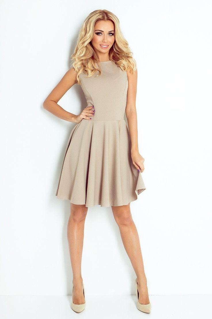 Krásne šaty s kruhovou sukňou ušité z kvalitného úpletového materiálu, ktorý má…