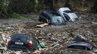 Poničená auta v ulicích Tbilisi