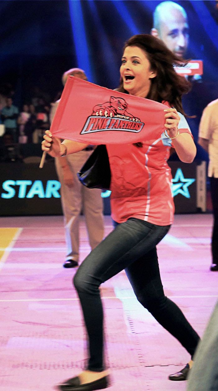 Aishwarya Rai Bachchan is ecstatic after a Jaipur Pink Panthers win. #Bollywood #Fashion #Style #Beauty