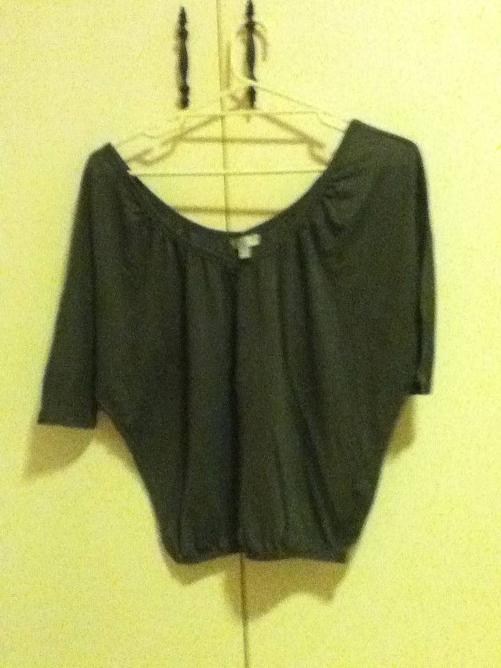 10 - grey, batwing top. cotton on, size XS. I REALLY LIKE THIS TOP OKAY BUT I NEED TO WEAR IT WITH SHORTS AND I CAN'T DO SHORTS VERY WELL AS Y'ALL KNOW